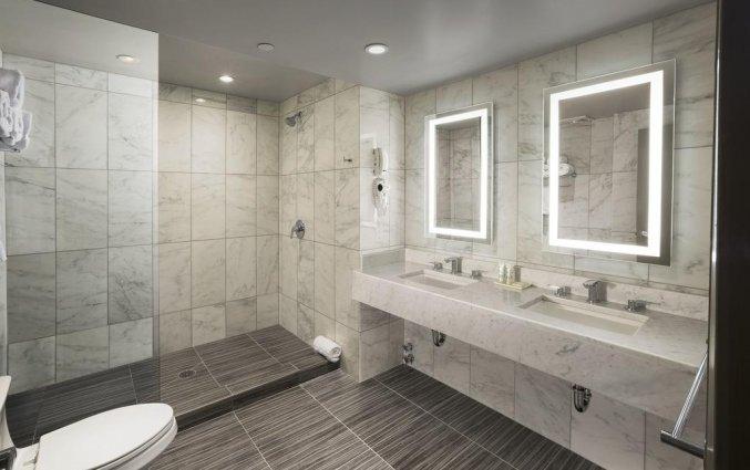 Badkamer van een tweepersoonskamer van Hotel The Gallivant Times Square New York