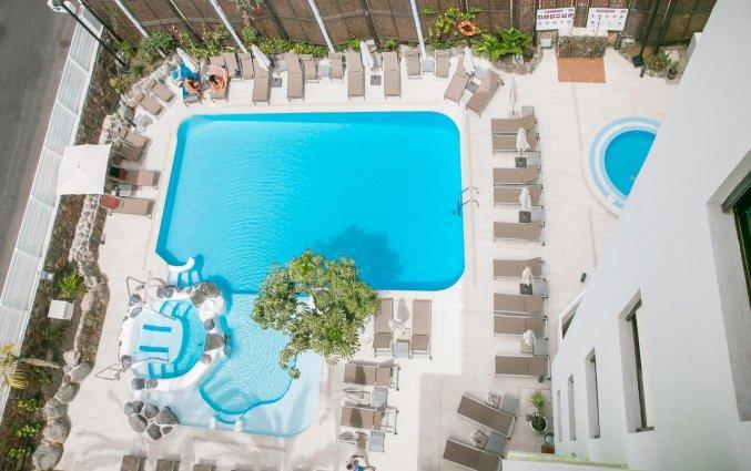 Zwembad van bovenaf van Hotel THe Anamar Suite op Gran Canaria