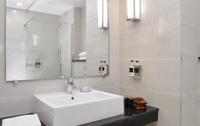 Badkamer van een tweepersoonskamer van Hotel Red Cow Moran in Dublin