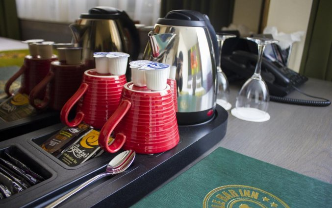 Koffie- en theefaciliteiten op een tweepersoonskamer van Hotel Temple Bar Inn in Dublin