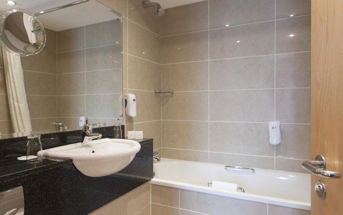 Badkamer van een tweepersoonskamer van Hotel Academy Plaza in Dublin