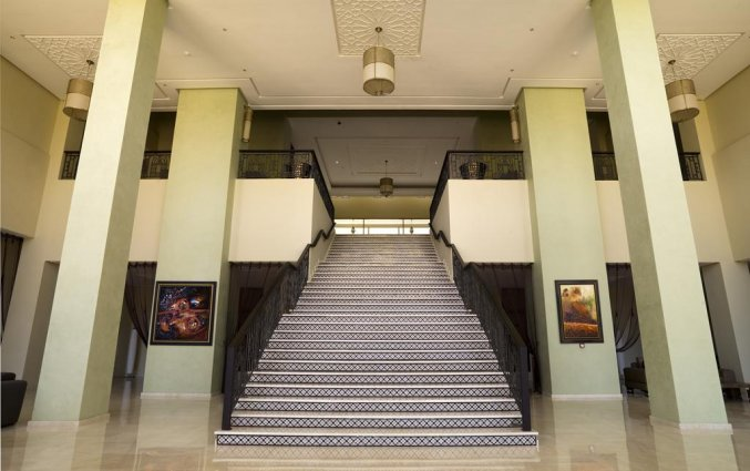 Hal met trap van Hotel Palais Medina & Spa in Fez