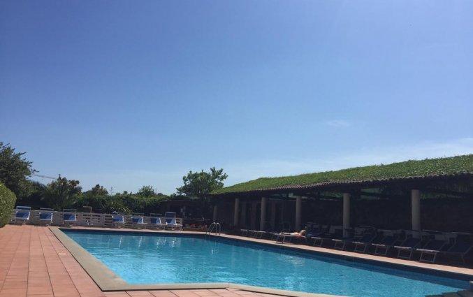Zwembad van Hotel Etna op Sicilië