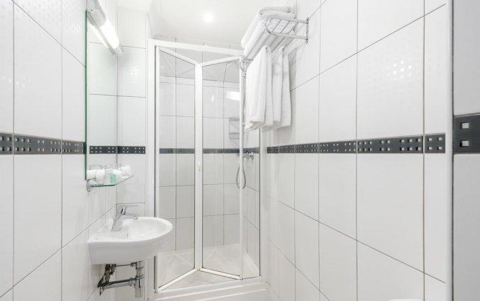 Badkamer van een tweepersoonskamer van Hotel London House in Londen