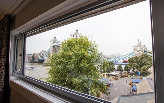 Uitzicht op Tower Bridge vanuit Hotel The Tower A Guoman in Londen