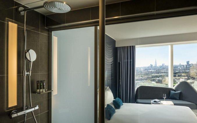 Tweepersoonskamer met badkamer van Hotel Novotel Canary Wharf in Londen
