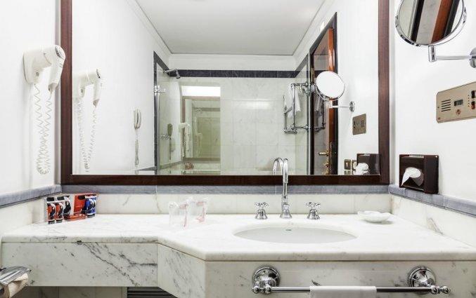 Badkamer van een tweepersoonskamer van Grand Hotel ADI Doria in Milaan