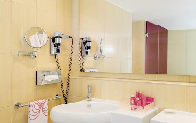 Badkamer van een tweepersoonskamer van Hotel NHow in Berlijn