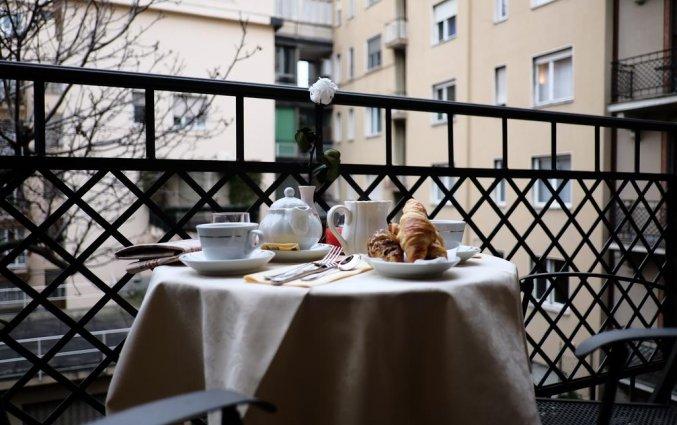 Ontbijt op een balkon van Hotel iH Milano Regency Milaan Italië