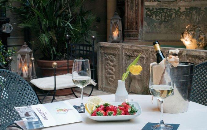 Een wijntje bij Hotel iH Milano Regency Milaan Italië