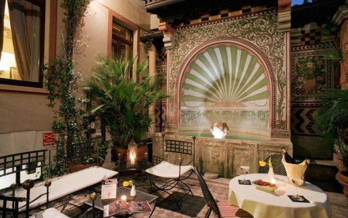 Binnenplaats van Hotel iH Milano Regency Milaan Italië