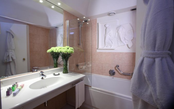 Een badkamer van Hotel Sanpi Milaan