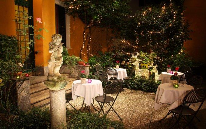 Het terras van Hotel Sanpi Milaan