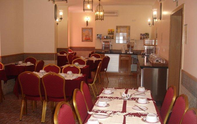 Ontbijtzaal van Hotel Alcobia in Lissabon