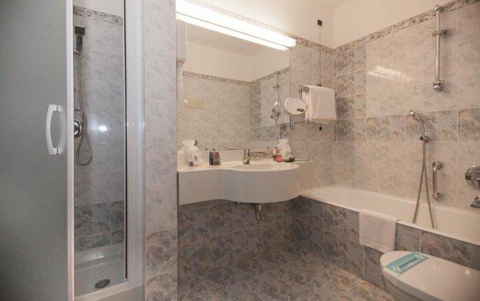 Badkamer van een tweepersoonskamer van Hotel IH Milano Ambasciatori Milaan