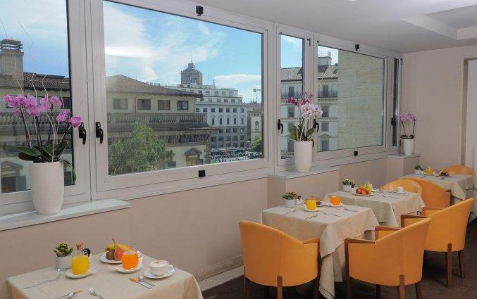 Ontbijtruimte met uitzicht van Hotel IH Milano Ambasciatori Milaan