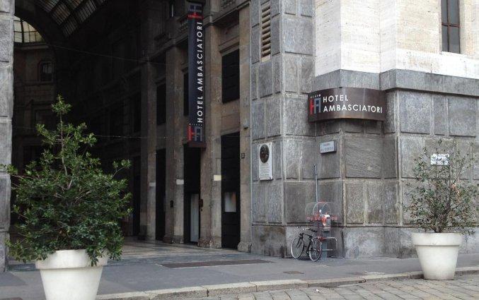 Entree van Hotel IH Milano Ambasciatori Milaan