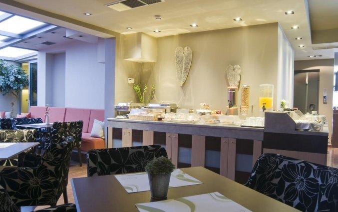 Ontbijtzaal en ontbijtbuffet van Hotel Areos in Athene
