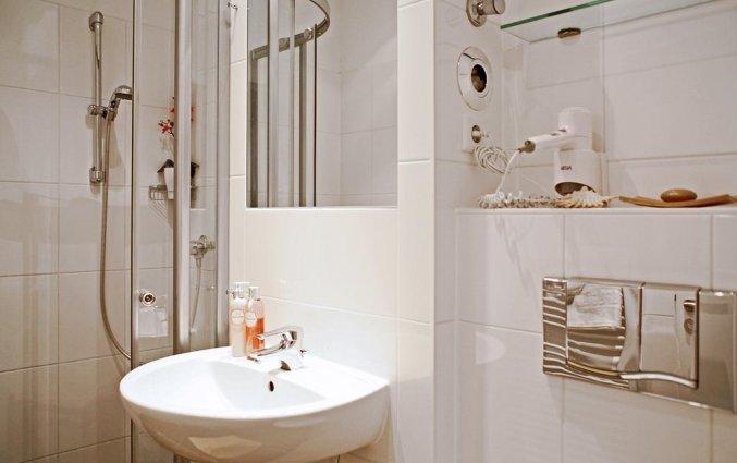 Badkamer met douche hotel Lützow  Berlijn