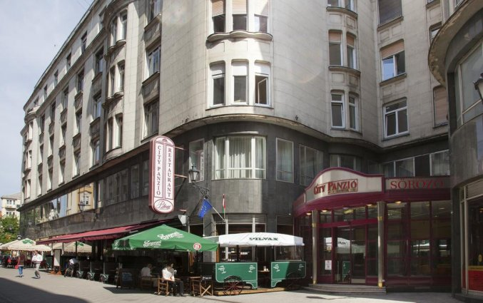 Buitenkant van Hotel Pilvax in Budapest