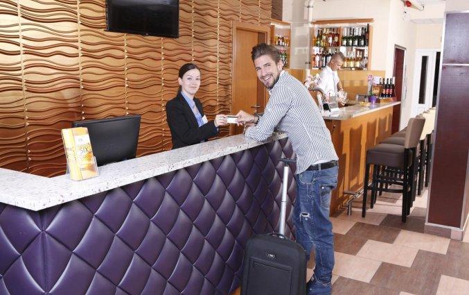 Receptie van Hotel Six Inn Budapest