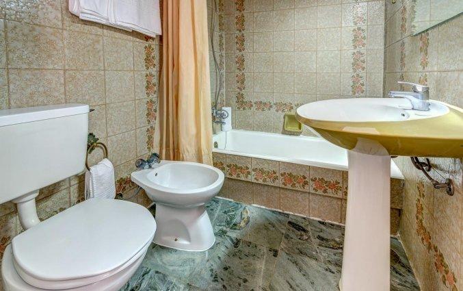 Badkamer van een tweepersoonskamer van Hotel LX Rossio in Lissabon