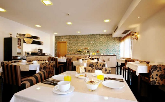 Ontbijtzaal van Hotel Dom Afonso Henriques in Lissabon