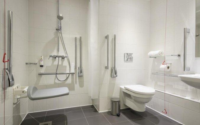 Badkamer van een tweepersoonskamer van Hotel Point A Canary Wharf in Londen