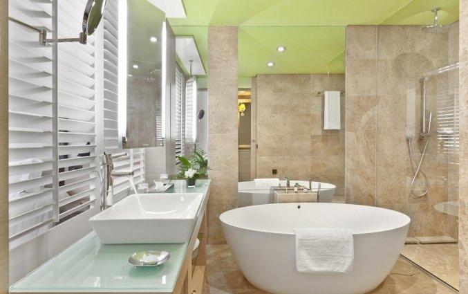 Badkamer van een tweepersoonskamer van Hotel du Golf Rotana in Marrakech