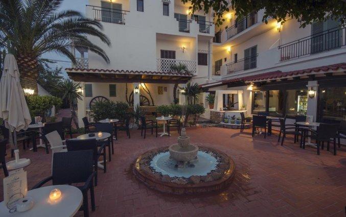 Terras van hotel Azuline Galfi
