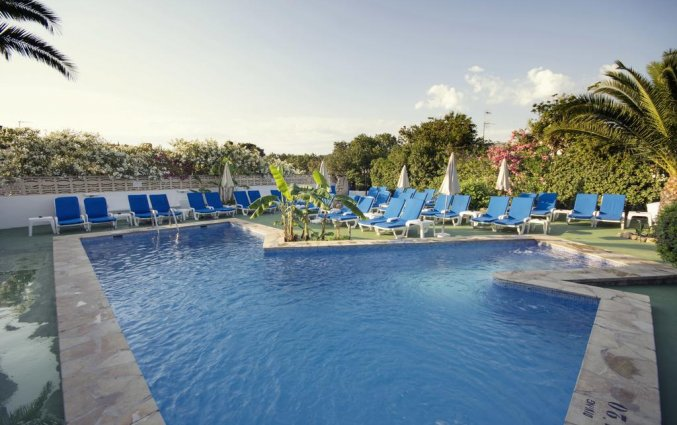 Zwembad van hotel Azuline Galfi