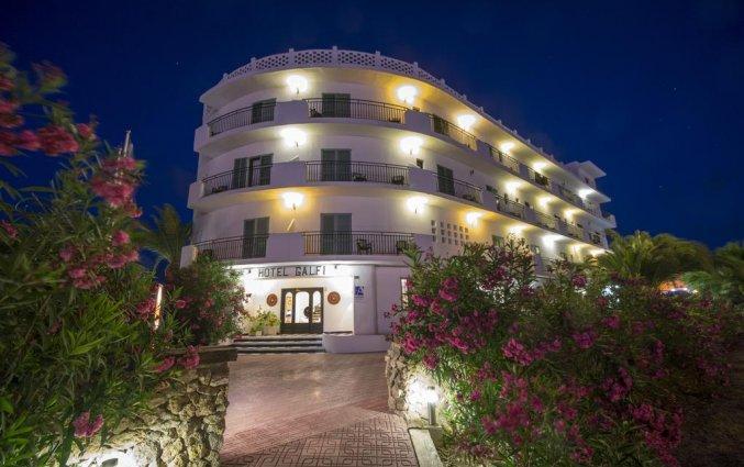 Buitenaanzicht van hotel Azuline Galfi