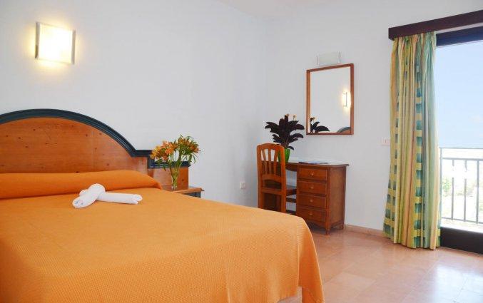 Tweepersoonsbed van hotel Azuline Galfi
