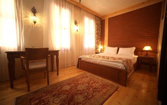 Slaapkamer met double bed hotel Lallin stedentrip Istanbul