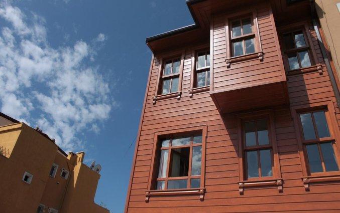 Voorkant hotel Lallin stedentrip Istanbul