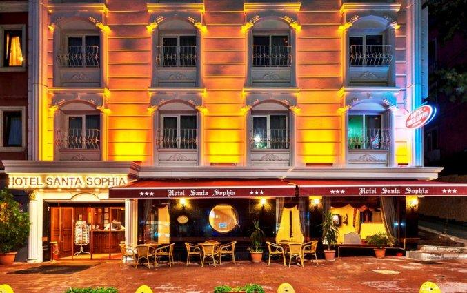 Vooraanzicht van hotel Santa Sophia in Istanbul
