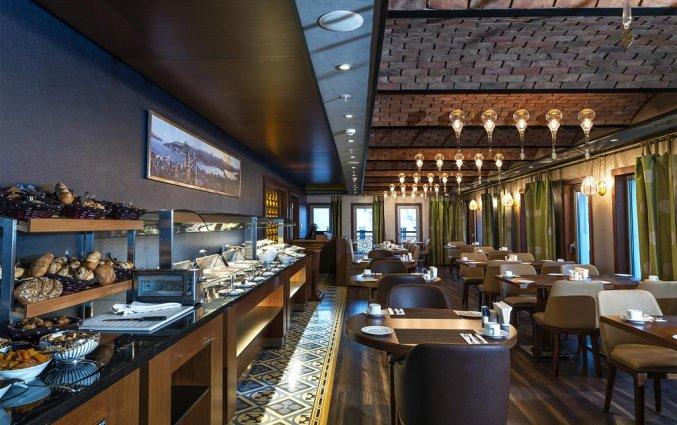 Ontbijtzaal met buffet van Hotel Manesol Boutique Galata in Istanbul