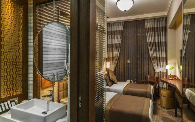 Tweepersoonskamer met badkamer van Hotel Manesol Boutique Galata in Istanbul