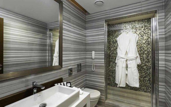 Badkamer van een tweepersoonskamer van Hotel Manesol Boutique Galata in Istanbul