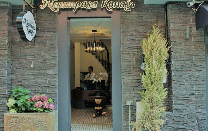 Entree van Hotel Naumpasa Konagi in Istanbul