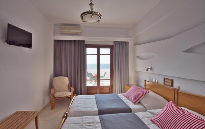 Tweepersoonskamer met uitzicht op zee van Hotel Irini's Rooms Fteuora op Santorini