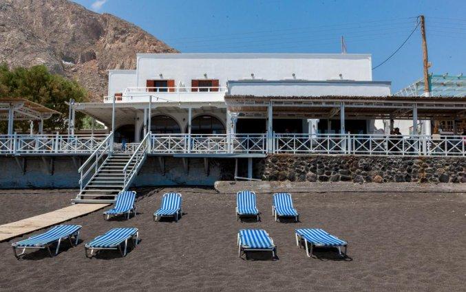 Hotel Irini's Rooms Fteuora op Santorini is gelegen aan het strand