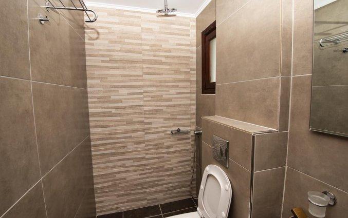Badkamer van kamer in Hotel Irini's Rooms Fteuora op Santorini