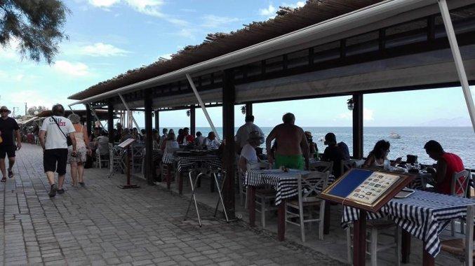 Restaurants naast Hotel Irini's Rooms Fteuora op Santorini