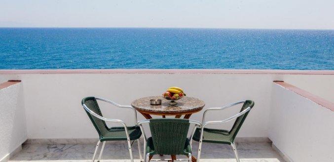 Uitizcht op zee vanaf Hotel Irini's Rooms Fteuora op Santorini