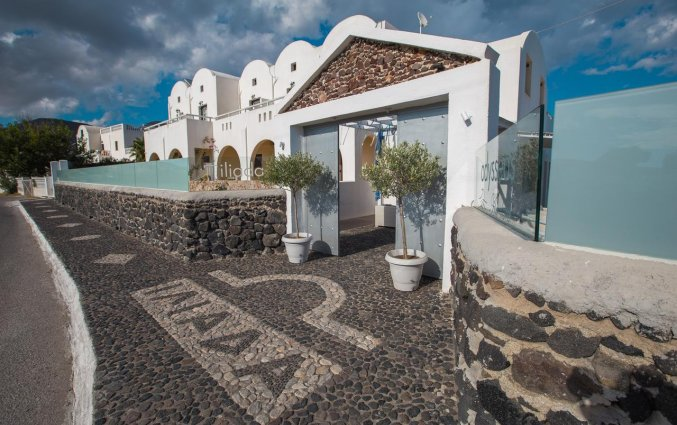 De ingang van Hotel Iliada Santorini