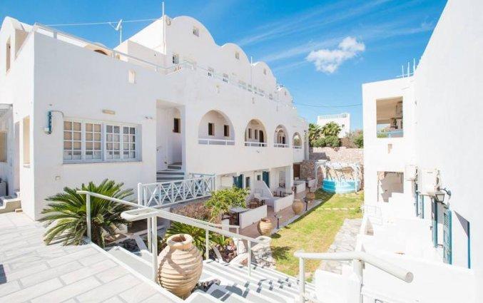 De binnenplaats van Hotel Iliada Santorini