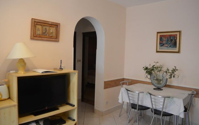 Televisie en zithoek van een appartement van Appartementen Lia in Dubrovnik