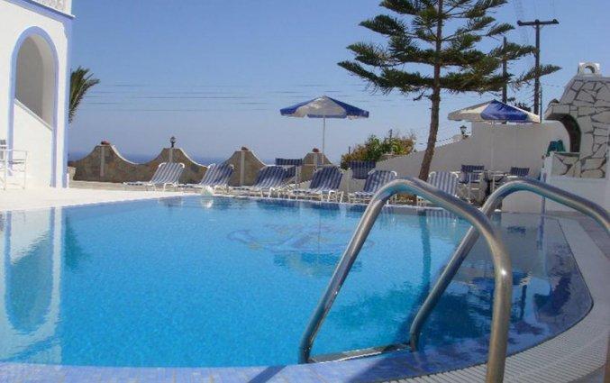 Buitenzwembad van Hotel Stavros Villas op Santorini