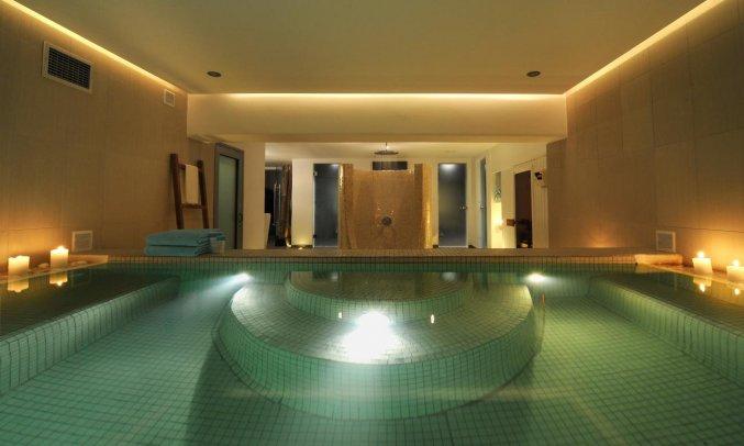 Binnenzwembad van Hotel Imperial Med in Santorini